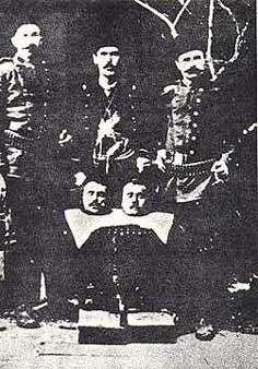 The victims are said to be Armenians; more likely they are Bulgars, beheaded by Serbs in 1905